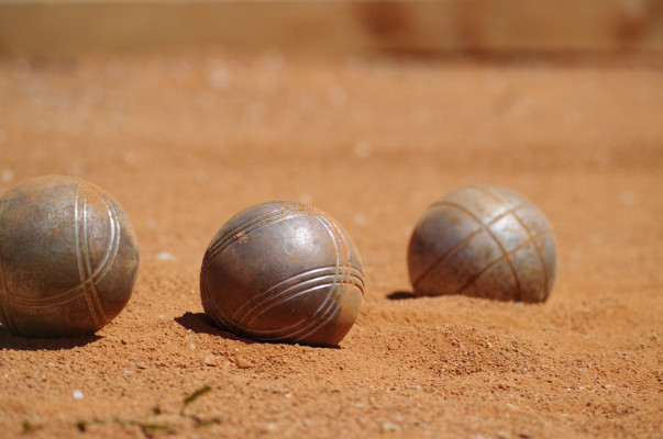 balls-game-petanque-sand